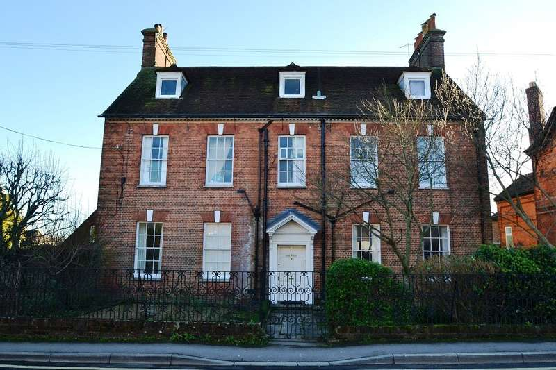 2 Bedrooms Flat for sale in Blandford