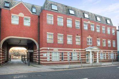 2 Bedrooms Flat for sale in Langham House, Mill Street, Luton, Bedfordshire