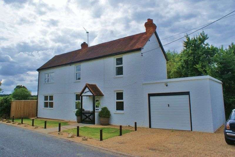 4 Bedrooms Detached House for sale in West End, Berkshire.