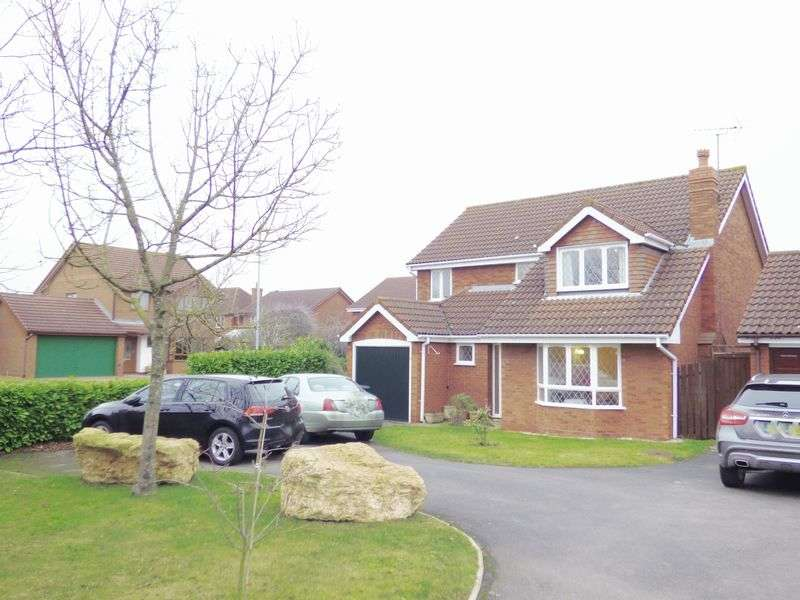 4 Bedrooms Detached House for sale in Quail Close, Gloucester