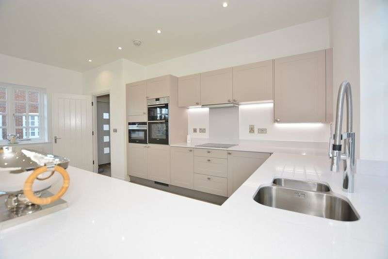 2 Bedrooms Bungalow for sale in Penn