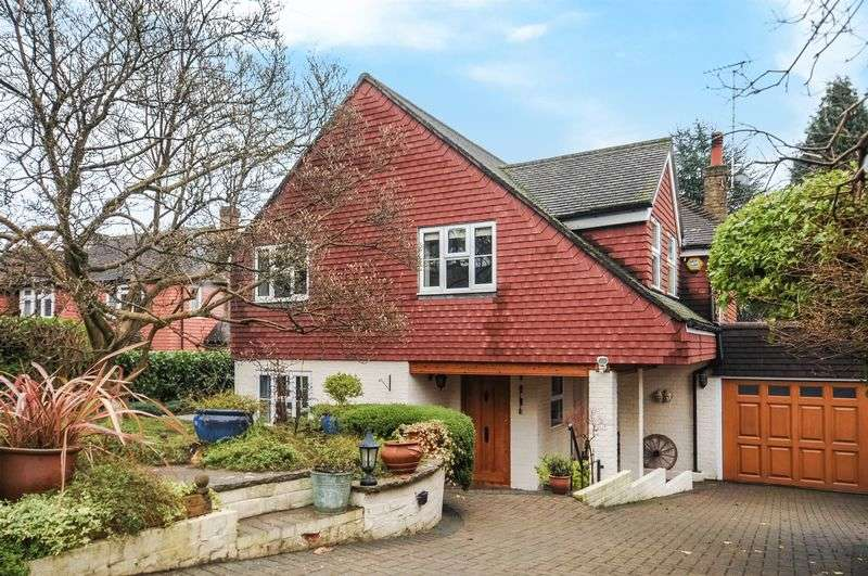 3 Bedrooms Detached House for sale in Ruxley Crescent, Claygate