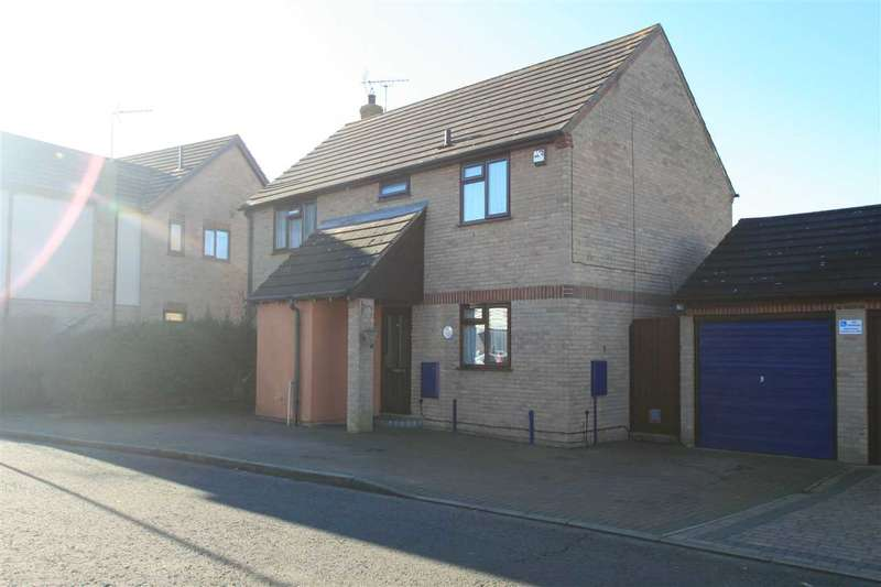 4 Bedrooms Detached House for sale in Bullfinch Close, Longridge, Colchester