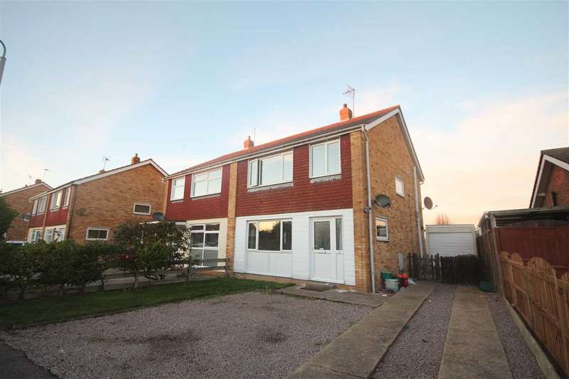 3 Bedrooms Semi Detached House for sale in Ventnor Drive, Great Clacton