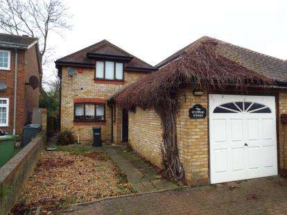 3 Bedrooms Detached House for sale in Beverley Gardens, Cheshunt, Waltham Cross, Hertfordshire
