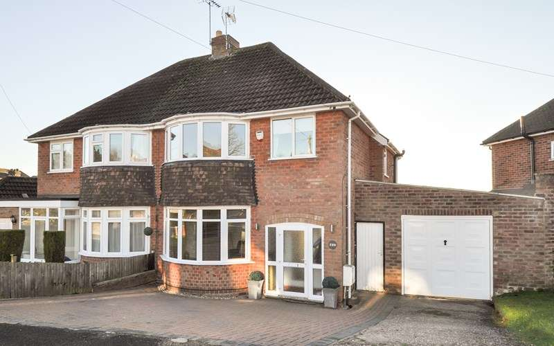 3 Bedrooms Semi Detached House for sale in Malvern Road, Headless Cross, Redditch