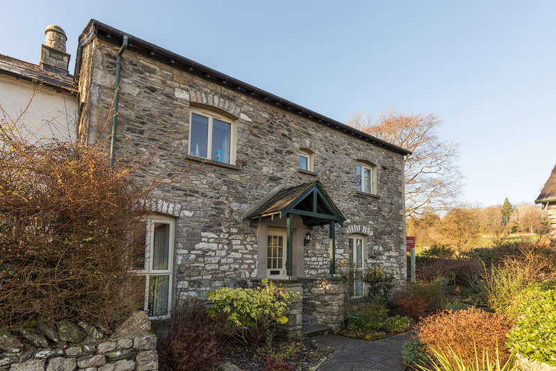 3 Bedrooms Semi Detached House for sale in 2 The Hollins, Burneside, Kendal, Cumbria LA9 5SG
