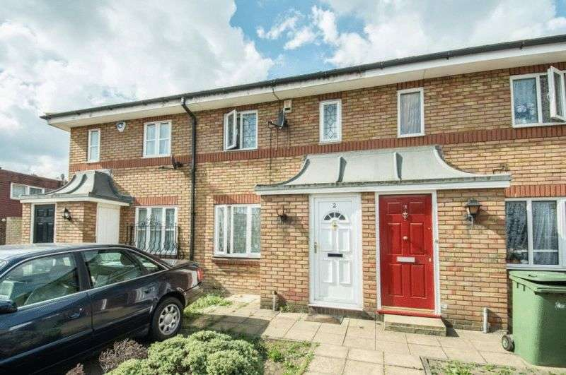 2 Bedrooms Terraced House for sale in Goldwing Close, London
