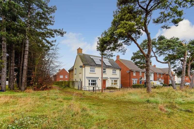 4 Bedrooms Detached House for sale in Crocus Close, Bury St. Edmunds, IP28