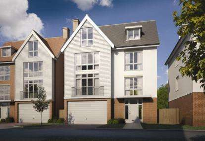 5 Bedrooms Detached House for sale in Remembrance Avenue, Burnham- On- Crouch, Essex