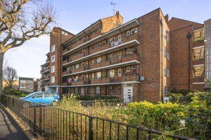 2 Bedrooms Flat for sale in Talwin Street, Bow, London