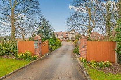 5 Bedrooms Detached House for sale in Stewton Lane, Louth, Lincolnshire, Grantchester