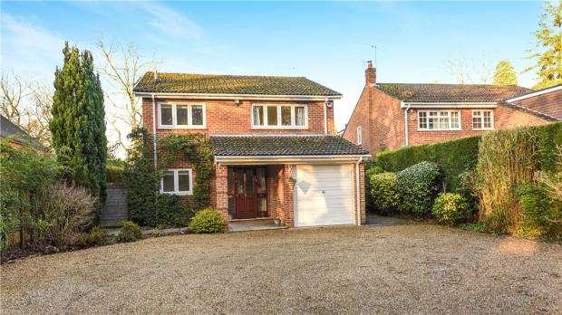 4 Bedrooms Detached House for sale in Nine Mile Ride, Finchampstead, Wokingham