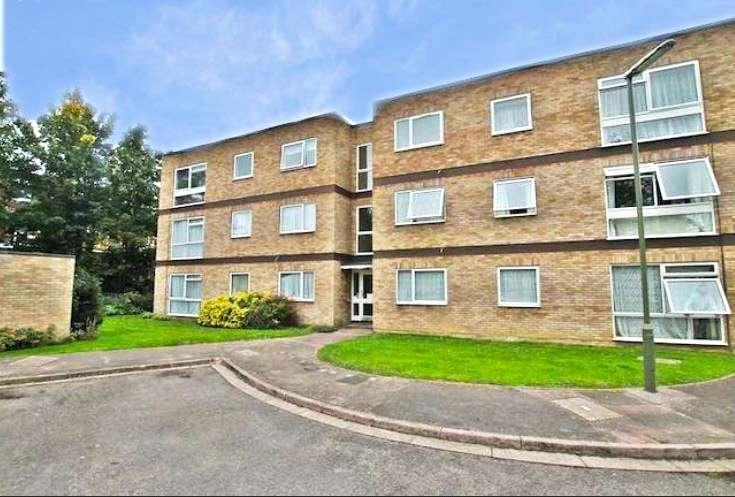 2 Bedrooms Apartment Flat for sale in Hazeldene, Crockford Park Road, Addlestone, Surrey, KT15
