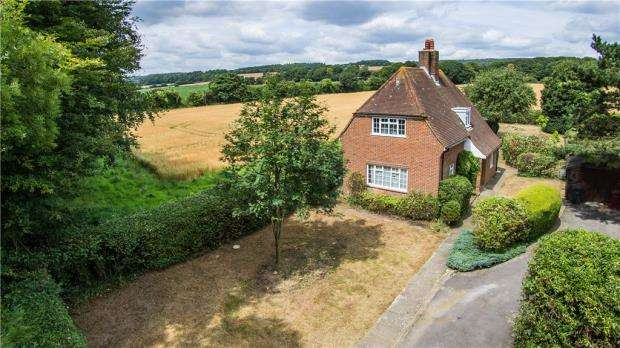 3 Bedrooms Detached House for sale in Funtington, Chichester