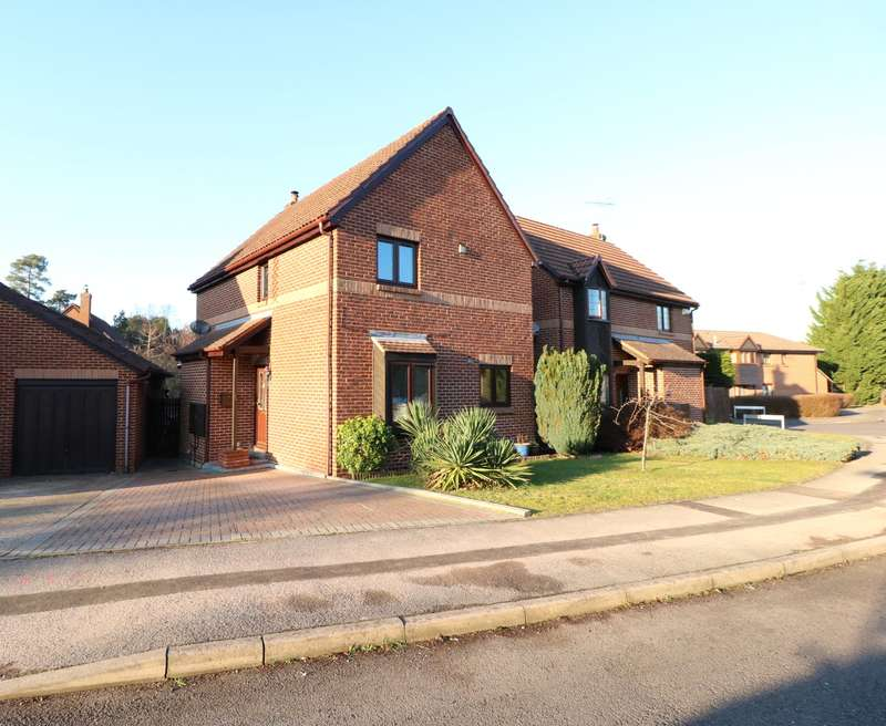 3 Bedrooms Detached House for sale in Merryman Drive, Crowthorne, Berkshire, RG45