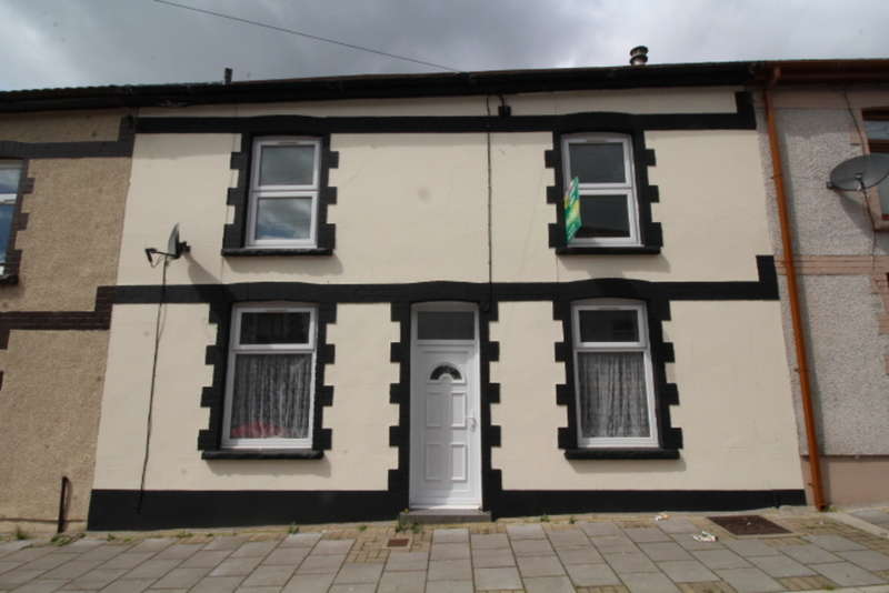 3 Bedrooms Terraced House for sale in Trealaw Road, Tonypandy