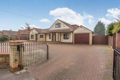 7 Bedrooms Bungalow for sale in Bradwell, Great Yarmouth, Norfolk