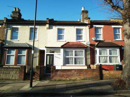 3 Bedrooms Terraced House for sale in Poynter Road, Enfield, Hertfordshire