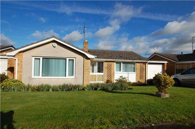 2 Bedrooms Detached Bungalow for sale in Hurn Lane, Keynsham, BRISTOL, BS31 1RS