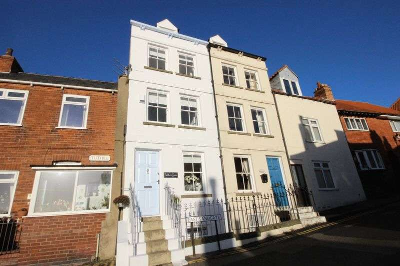 3 Bedrooms Terraced House for sale in East Sandgate, Scarborough