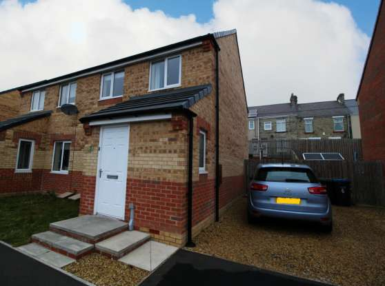 3 Bedrooms Semi Detached House for sale in Scholars Court, Durham, DH7 7BT