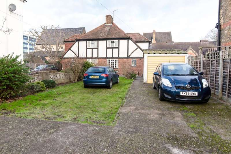 4 Bedrooms Semi Detached House for sale in Bridgeman Road, Teddington, TW11