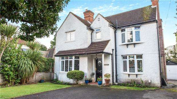 4 Bedrooms Detached House for sale in Green Lane, Blackwater, Surrey