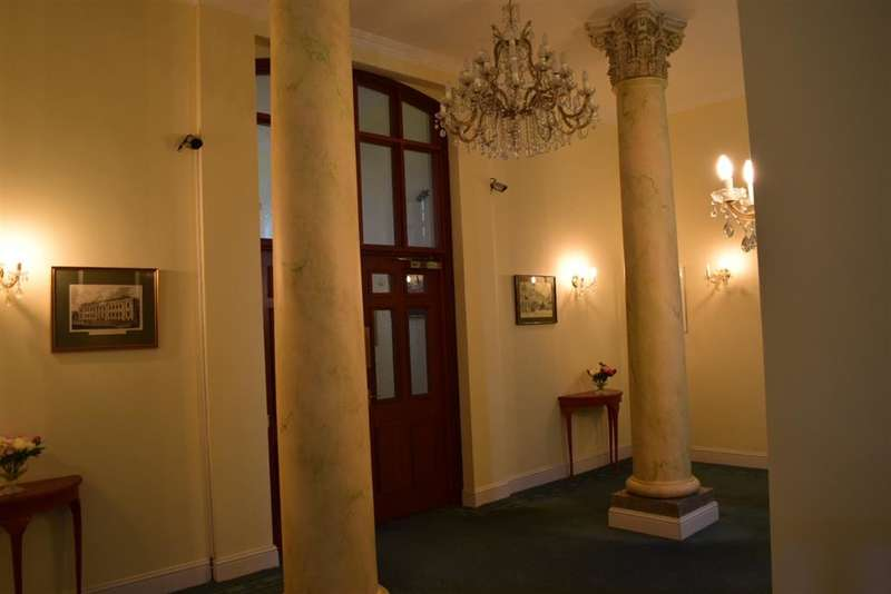 2 Bedrooms Apartment Flat for sale in King George Gardens, Chichester, West Sussex