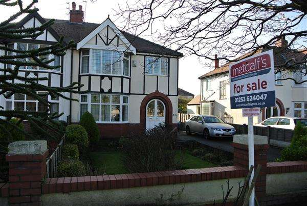 4 Bedrooms Semi Detached House for sale in Victoria Road West, Thornton Cleveleys