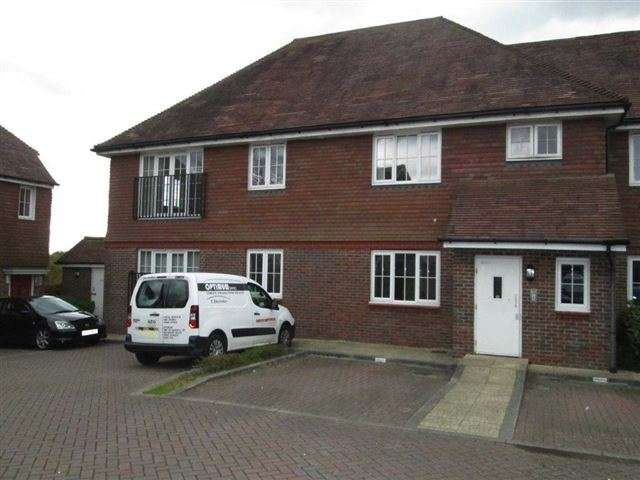 2 Bedrooms Flat for sale in Roundway, Bolnore Village, Haywards Heath, West Sussex, RH16 4TW