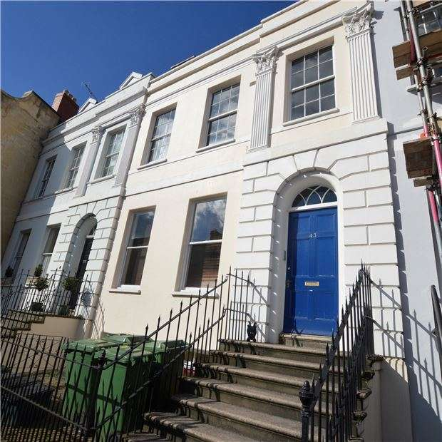 2 Bedrooms Flat for sale in Bath Road, CHELTENHAM, Gloucestershire, GL53 7HG