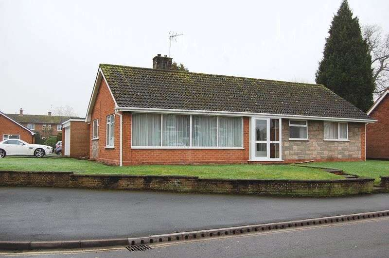 3 Bedrooms Detached Bungalow for sale in Manor Gardens, Wolverhampton