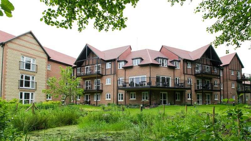 2 Bedrooms Flat for sale in Foxmead Court: **PRICE NEWLY REDUCED** STUNNING BRAND NEW HOME, NO CHAIN, OWN PATIO