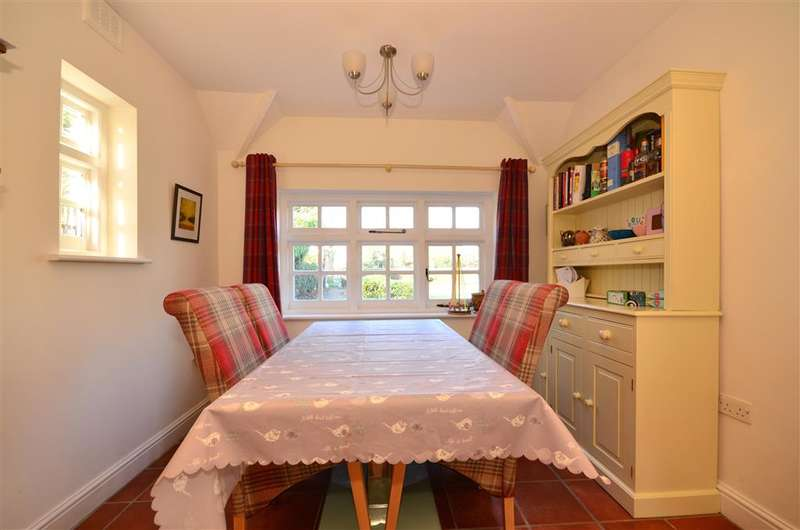 4 Bedrooms Semi Detached House for sale in High Street, Epping, Essex