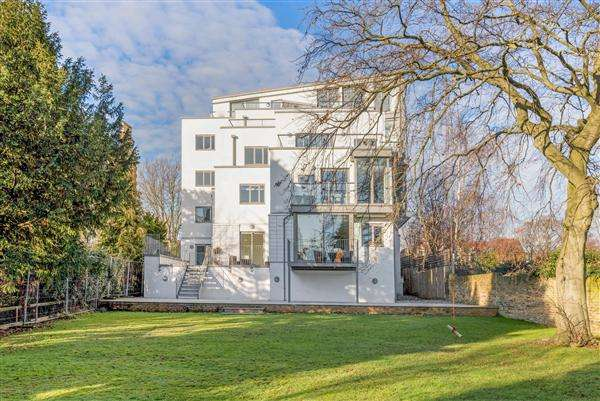 3 Bedrooms Apartment Flat for sale in Penzias House, Manor Way, London