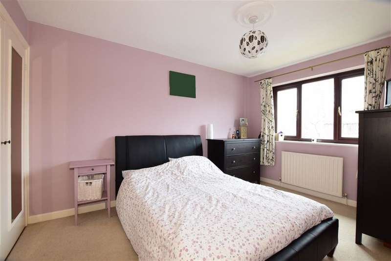 3 Bedrooms Terraced House for sale in Chichester Drive, Tangmere, Chichester, West Sussex