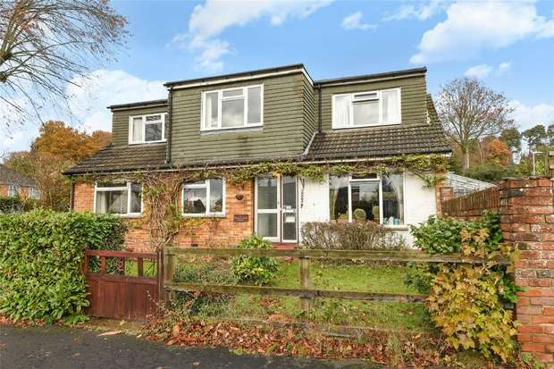 4 Bedrooms Chalet House for sale in Forest End Road, Little Sandhurst, Berkshire