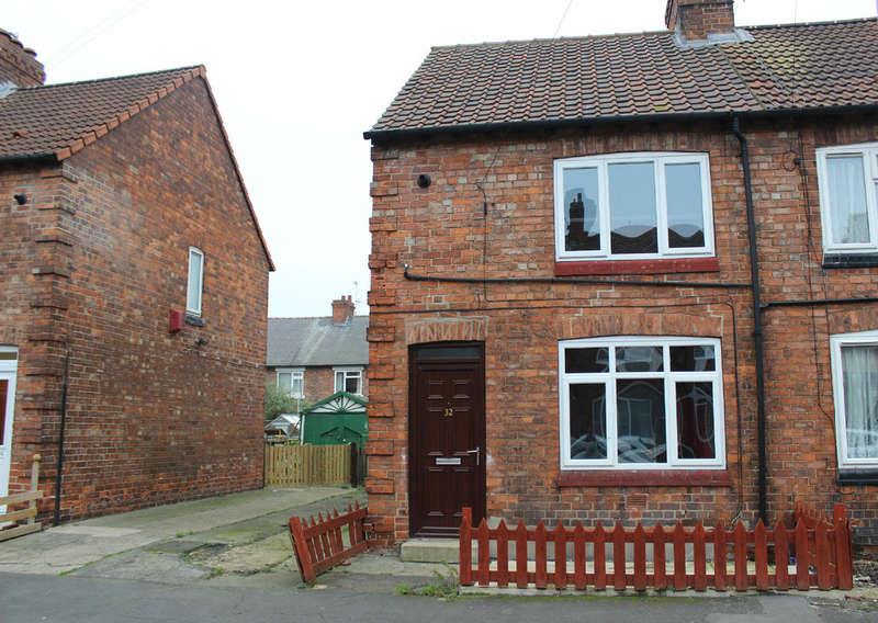 2 Bedrooms Semi Detached House for sale in Powell Street, Selby