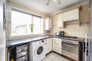 2 Bedrooms Terraced House for sale in Peterborough Road, Carshalton, Sutton, Surrey