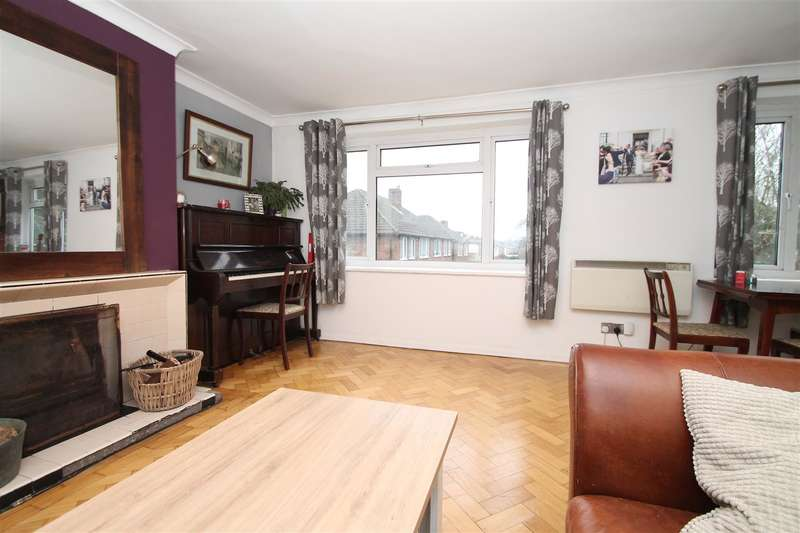 2 Bedrooms Maisonette Flat for sale in The Walk, Fox Lane, Palmers Green N13