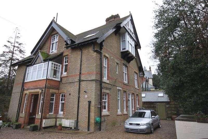 1 Bedroom Flat for sale in Hayes Lane, Kenley