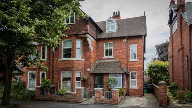 6 Bedrooms Semi Detached House for sale in Stonefield Avenue, Lincoln, Lincolnshire, LN2