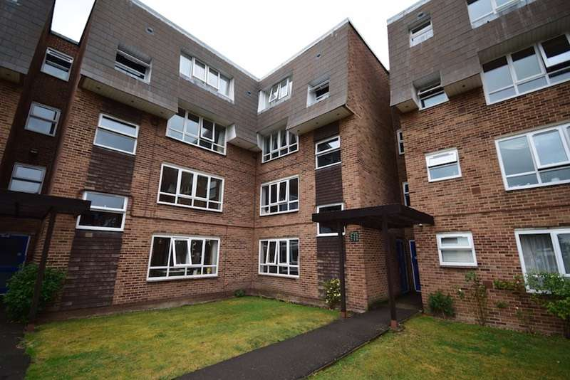 2 Bedrooms Flat for sale in Stourton avenue, Hanworth, London, TW13