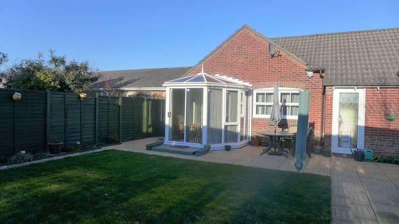 3 Bedrooms Semi Detached Bungalow for sale in FERNDOWN