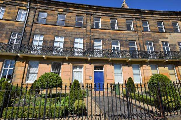 2 Bedrooms Apartment Flat for sale in Chatsworth Court, The Crescent, Scarborough, North Yorkshire YO11 2PW