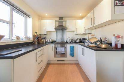 2 Bedrooms Flat for sale in Overstone Court, Dumballs Road, Cardiff Bay, Cardiff