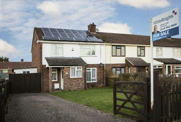 3 Bedrooms End Of Terrace House for sale in The Meadway, Tilehurst, Reading,