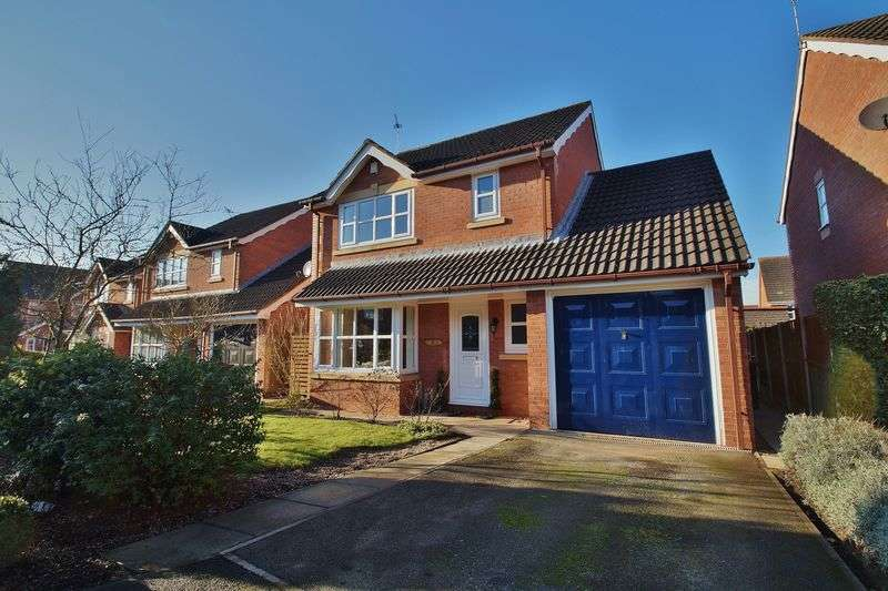 3 Bedrooms Detached House for sale in Fieldlands, Kew