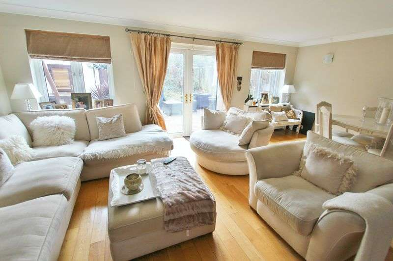 4 Bedrooms Property for sale in The Heath, Caterham
